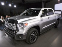 2014-Toyota-Tundra-front-three-quarters-3