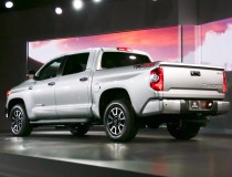 2014-Toyota-Tundra-rear-three-quarter